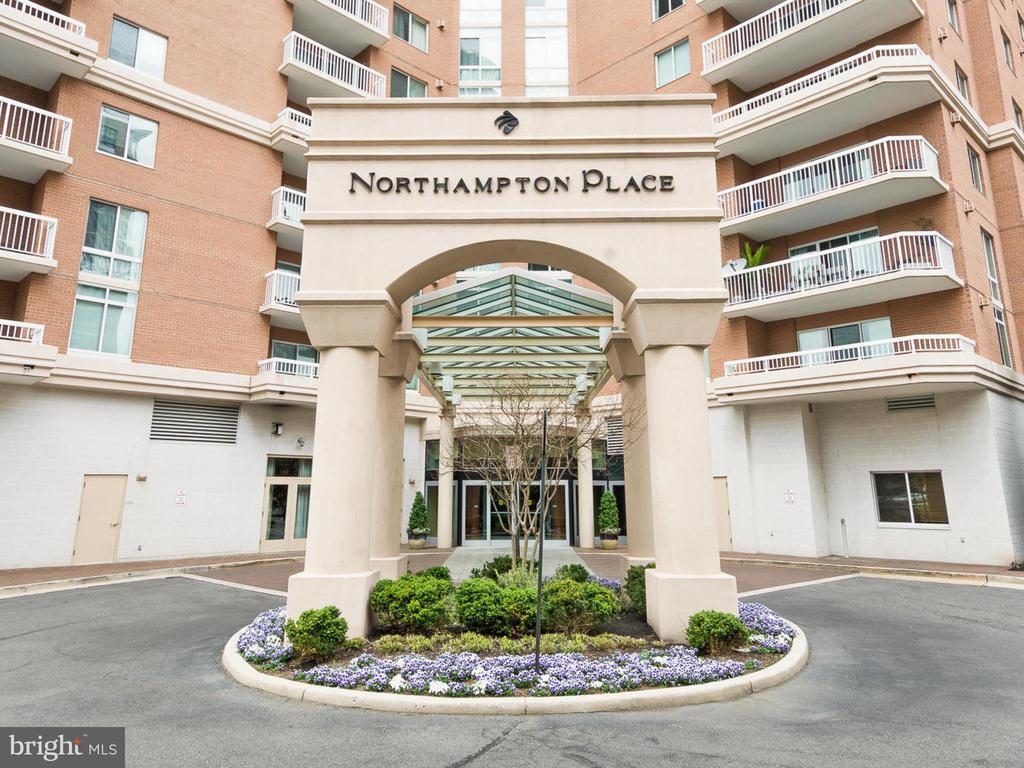3101 N Hampton Dr #417, Alexandria, VA 22302