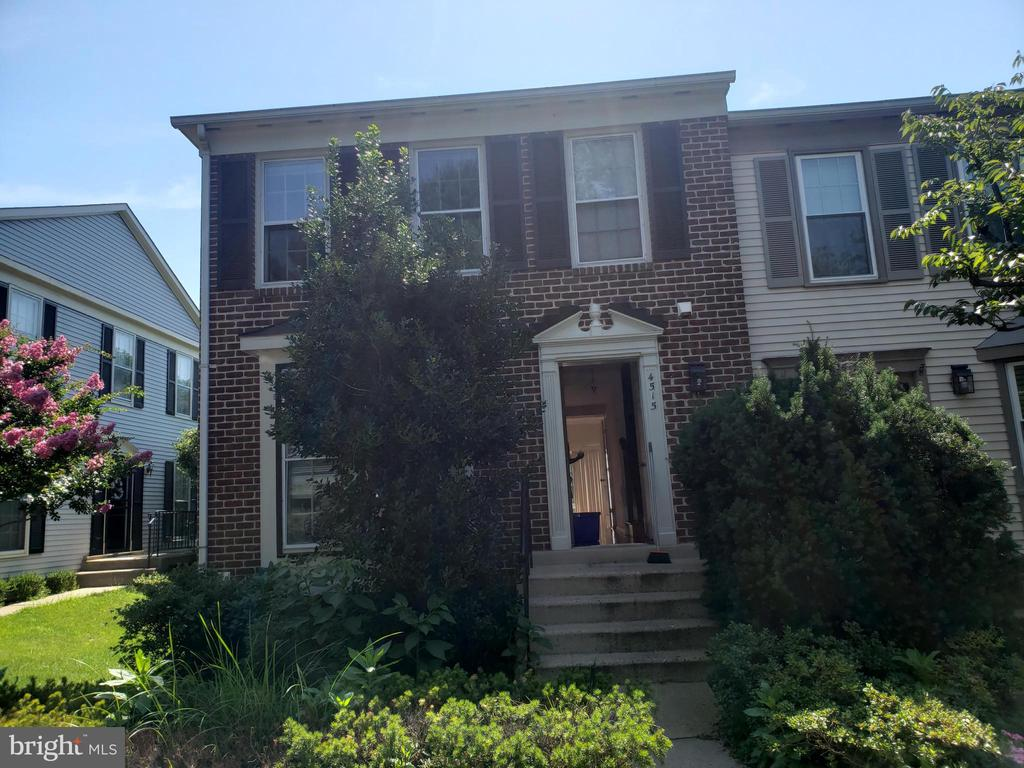 4515 Saucon Valley Ct, Alexandria, VA 22312
