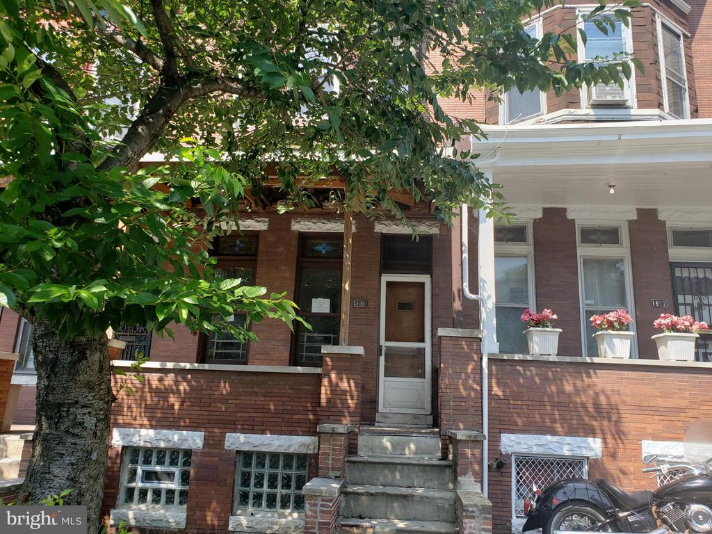 Amazing opportunity to own this classic 3 bedrooms and 1 bathrooms townhouse in Baltimore! Bay Windows and hardwood flooring, and plenty of space to make this home your own! Schedule your showing today!