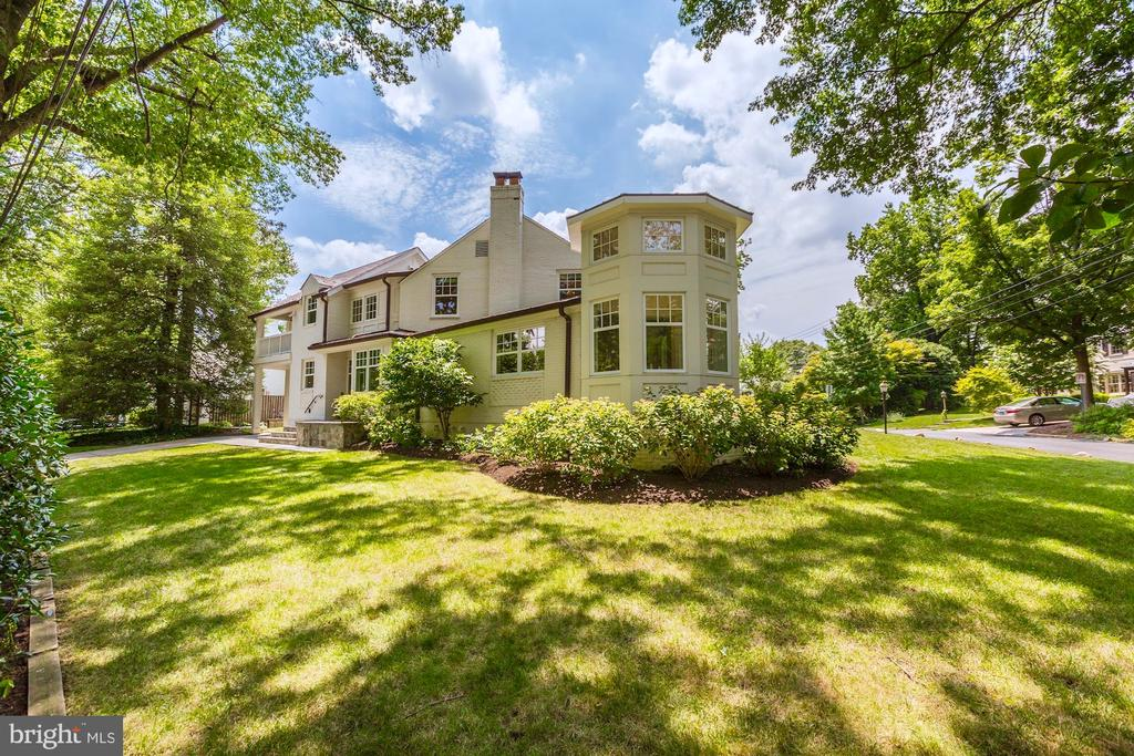 5205 Murray Rd, Chevy Chase, MD 20815