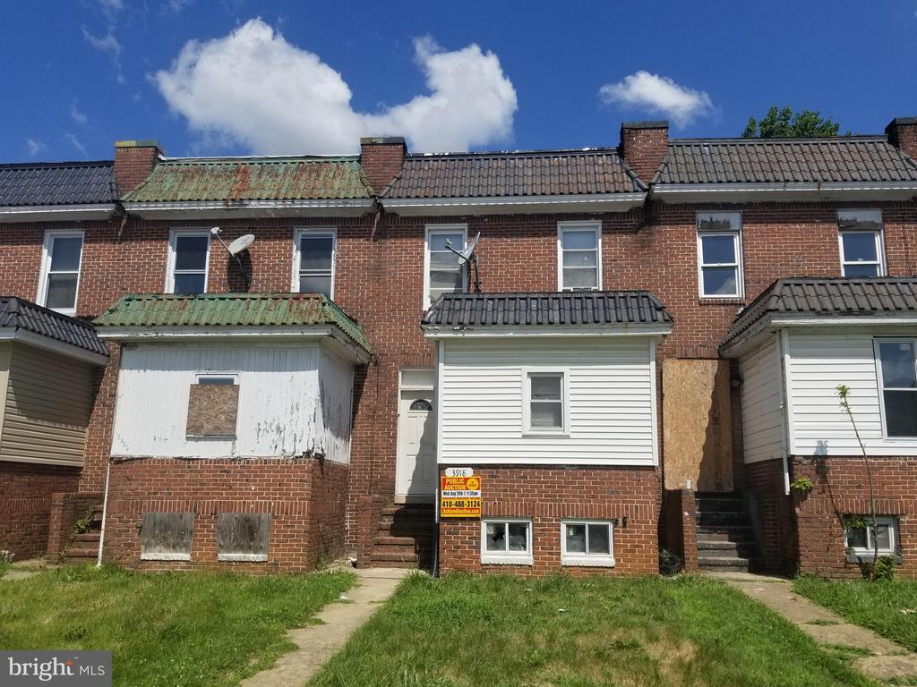 PUBLIC ONLINE AUCTION:  Ends Wed, 10/16/ 2019, @ 3:50 PM. List Price is Suggested Opening Bid. 2 Story Porchfront Townhome in Langston Hughes. Property is rented $1,500/mo. Set up as Rooming House. 10% Buyer's Premium or $1,000, whichever is greater. Deposit $2,500. For full Terms and Conditions contact auctioneer's office.
