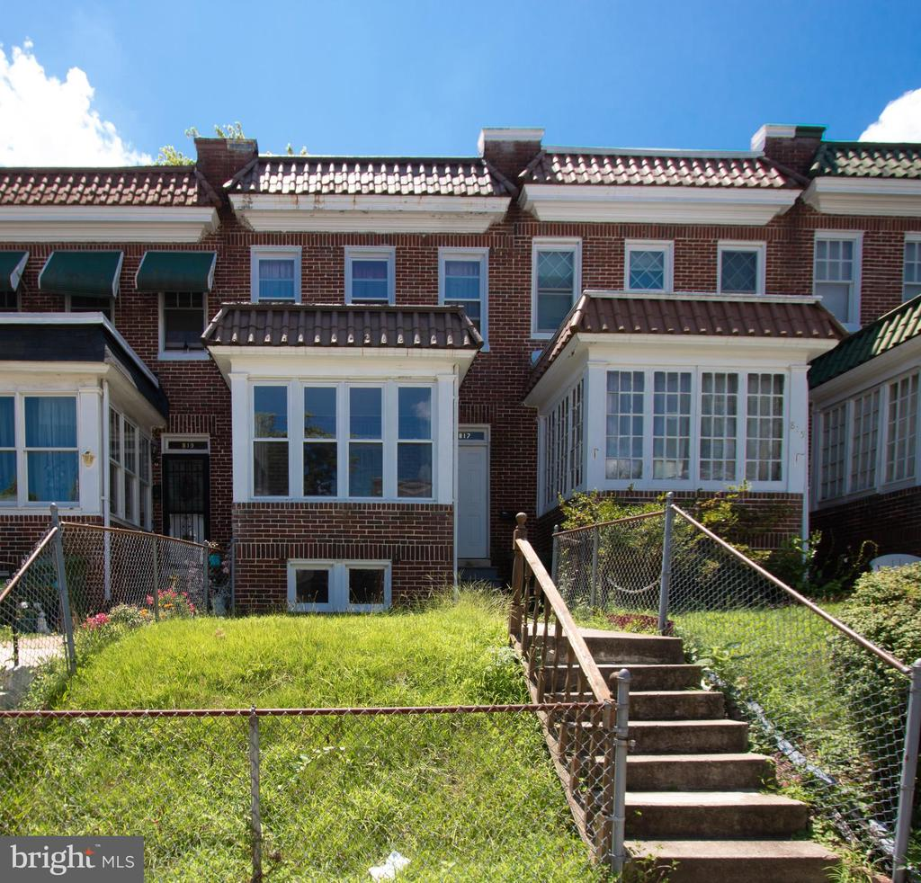 AUCTION! Premises and online simulcast - Wednesday, August 28th at 11:00 AM. Improved by a 2 bedroom plus bonus room, 1 full bath townhome.Features include: Sunroom on main levelWood type floors, Fenced in front and back yards, Gas radiator heat andmore!