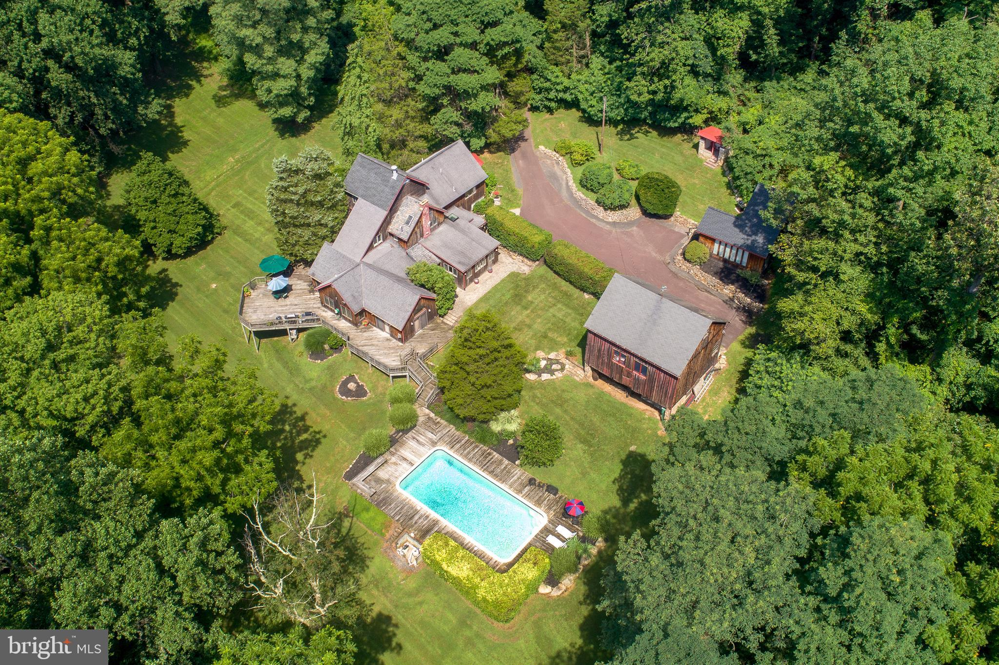 405 COUNTY LINE ROAD, RIEGELSVILLE, PA 18077