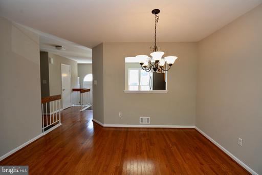 8318 Linden Oaks Ct, Lorton, VA 22079