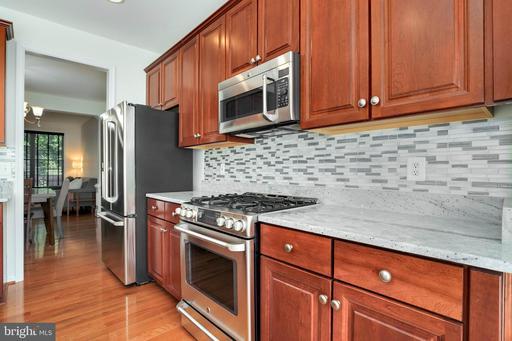 4004 Timber Oak Trl, Fairfax, VA 22033