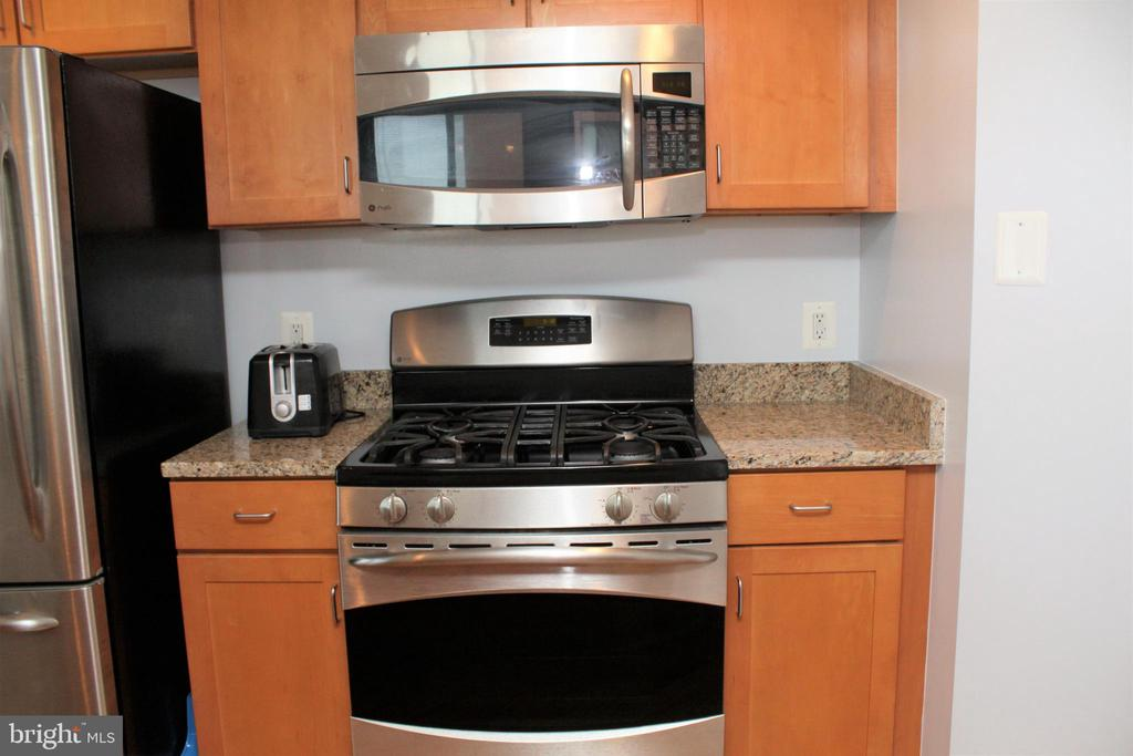 This is a beautiful, well maintained 2 bed 2 bath condo that overlooks downtown Baltimore! This large open floor plan unit features hardwood floors, stainless steel appliances, granite counter tops, in unit laundry and spacious bedroom sizes. Building Amenities include a 24/7 Concierges Service, Gym, Club Room, and outdoor pool overlooking downtown The location making this the perfect space for anyone looking for easy living and accessibility to all that downtown/Inner Harbor has to offer. This is a must see! $50 application fee applys