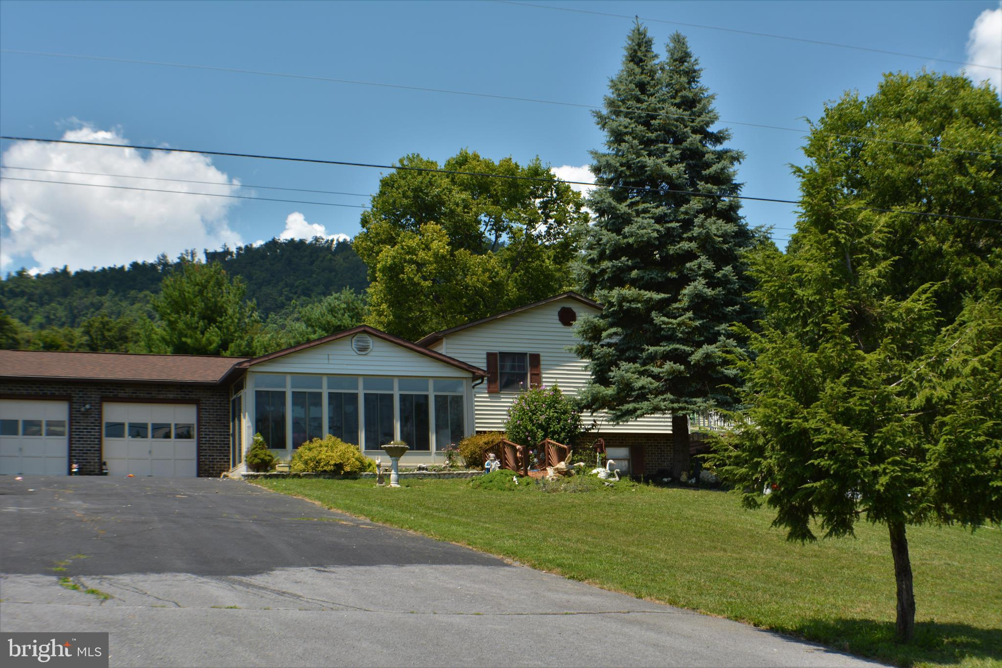 LOOP ROAD, GERRARDSTOWN, WV 25420