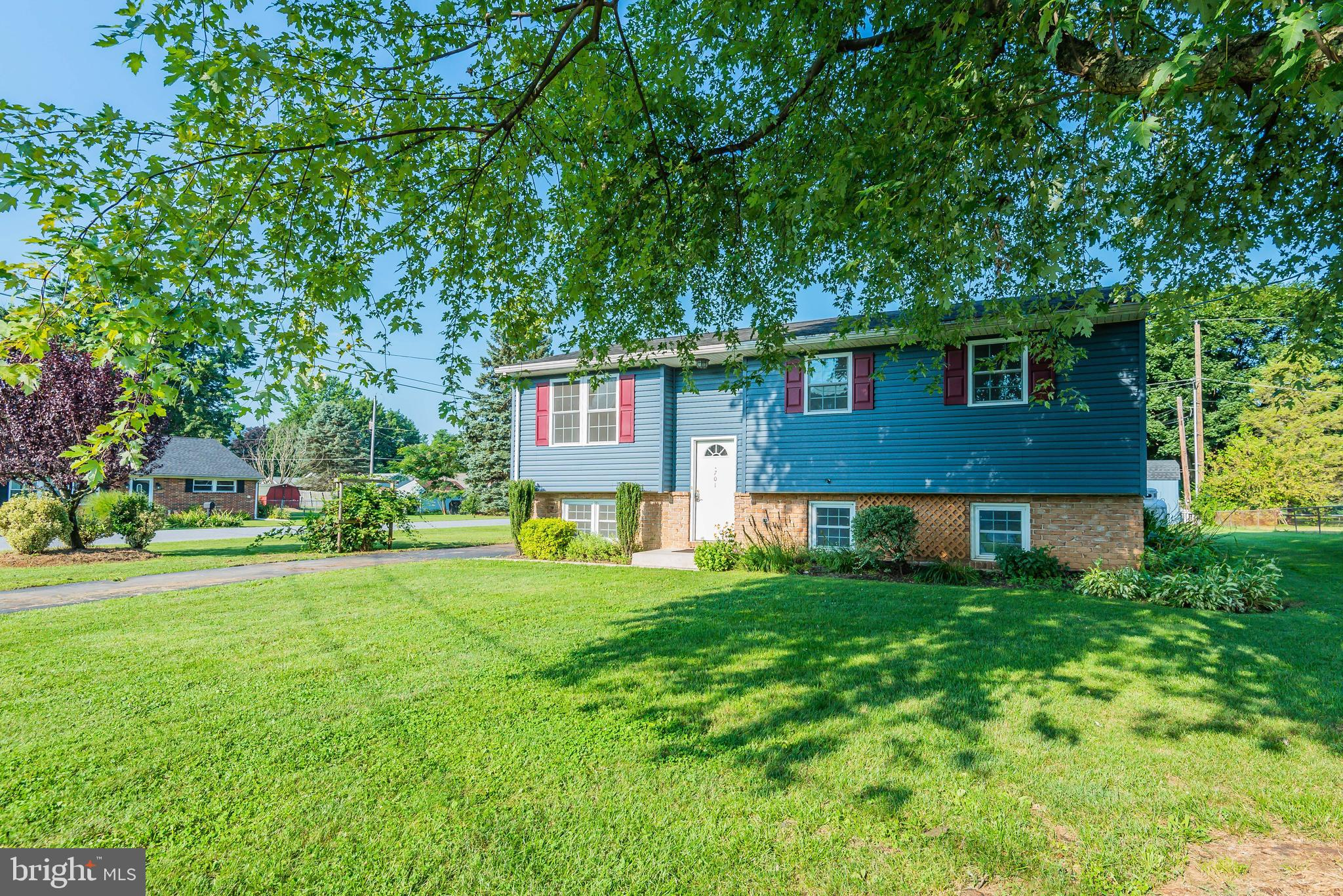 701 HIGHLAND AVE, MOUNT HOLLY SPRINGS, PA 17065