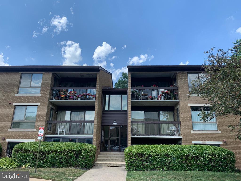 545 Florida Ave #T-3, Herndon, VA 20170