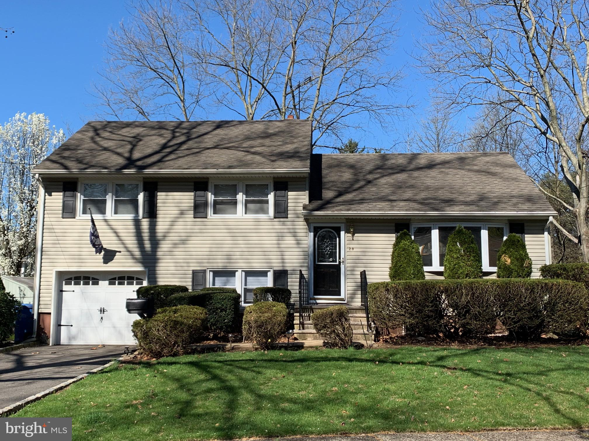 28 TURNER COURT, METUCHEN, NJ 08840