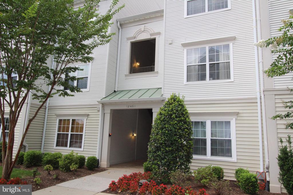 12461 Hayes Ct #201, Fairfax, VA 22033