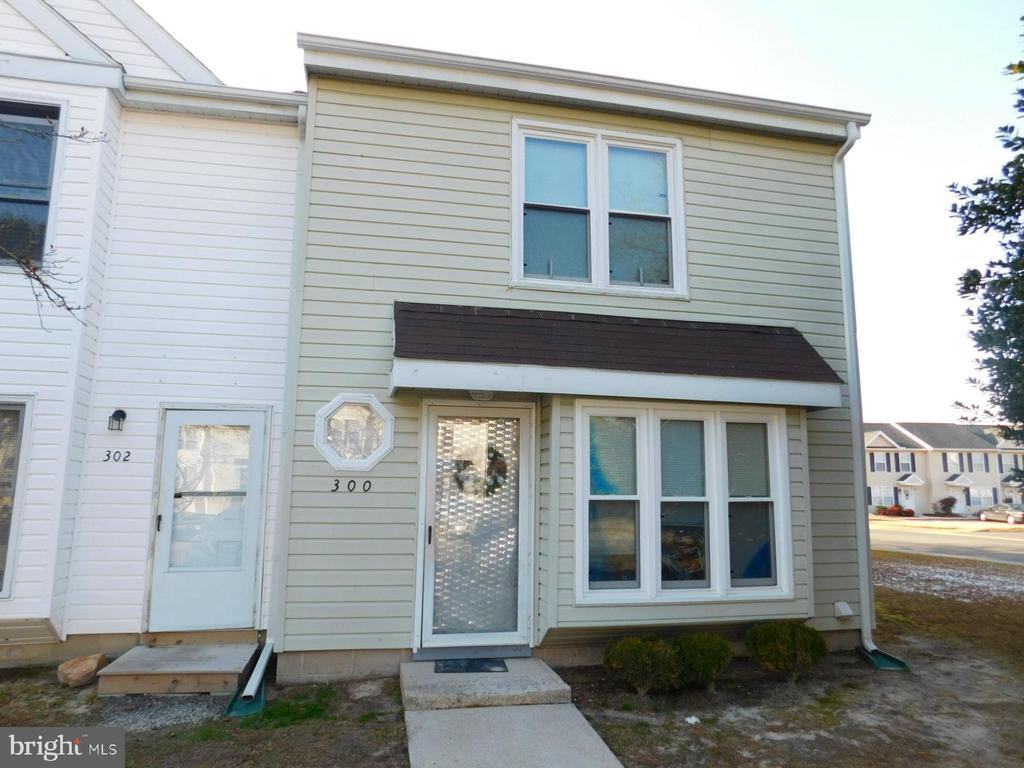 Nice, modern 3 bed, 2.5 bath townhouse in convenient East Salisbury location. Rear deck. Good investment property.  $990/month rent with long term tenant with lease until April, 2020. Condo association responsible for exterior maintenance of buildings and grounds. Condo fee currently $85/month. House replumbed with new water lines.