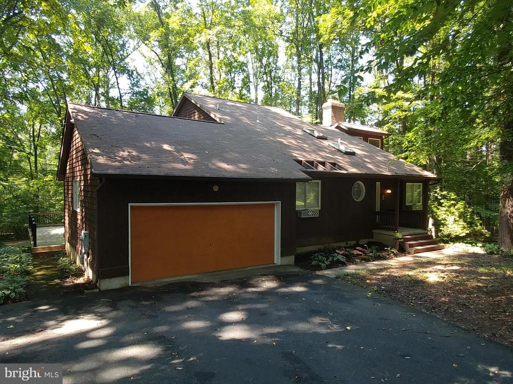 $275,000 LIST PRICE SUGGESTED OPENING BID AT AUCTION. Auction on premises Thursday, August 22, 2019 @11am   2 story contemporary home on 1.055+ 2 car garage on private wooded lot. Eat in country style kitchen w/built in breakfast bar.  Sliders exit to large deck, great for entertaining.  Upper level has A frame style master w/full bath.  Lower level is a finished club room, woodstove, additional FR and utility area.