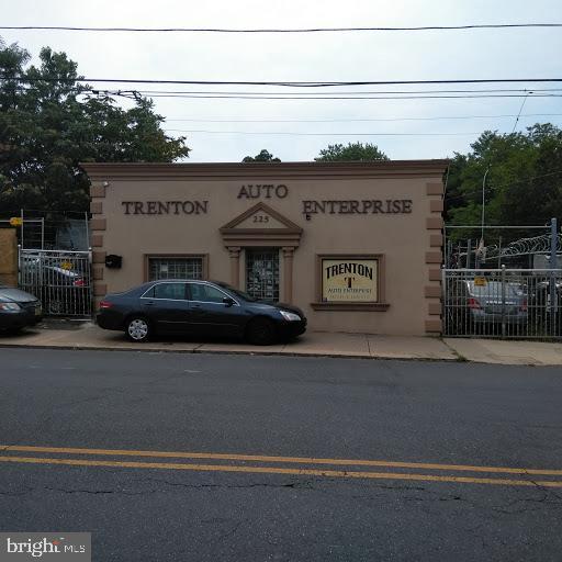 225 CHAMBERS STREET, TRENTON, NJ 08609