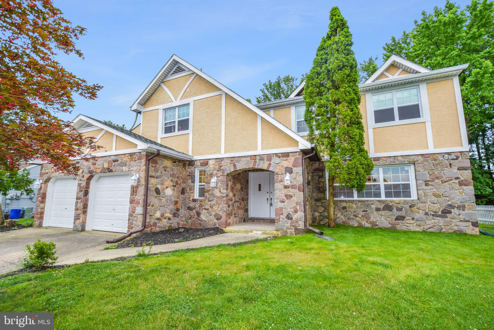 585 BUCK DRIVE, FAIRLESS HILLS, PA 19030