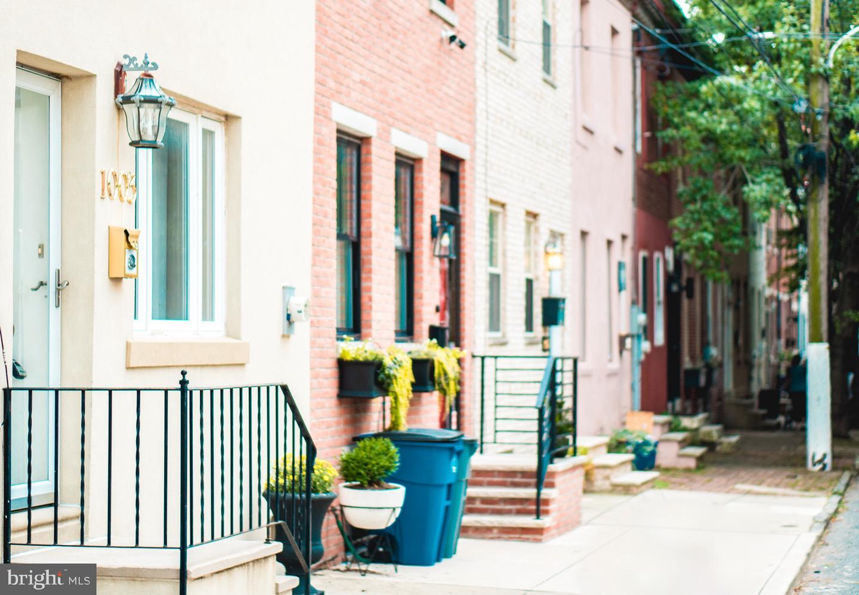 1003 S Chadwick Street Philadelphia, PA 19146