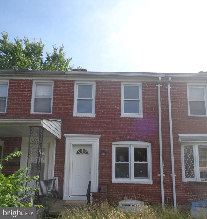 Updated row home in Cherry Hill community with many recent updates.  New carpet and paint, move in ready!