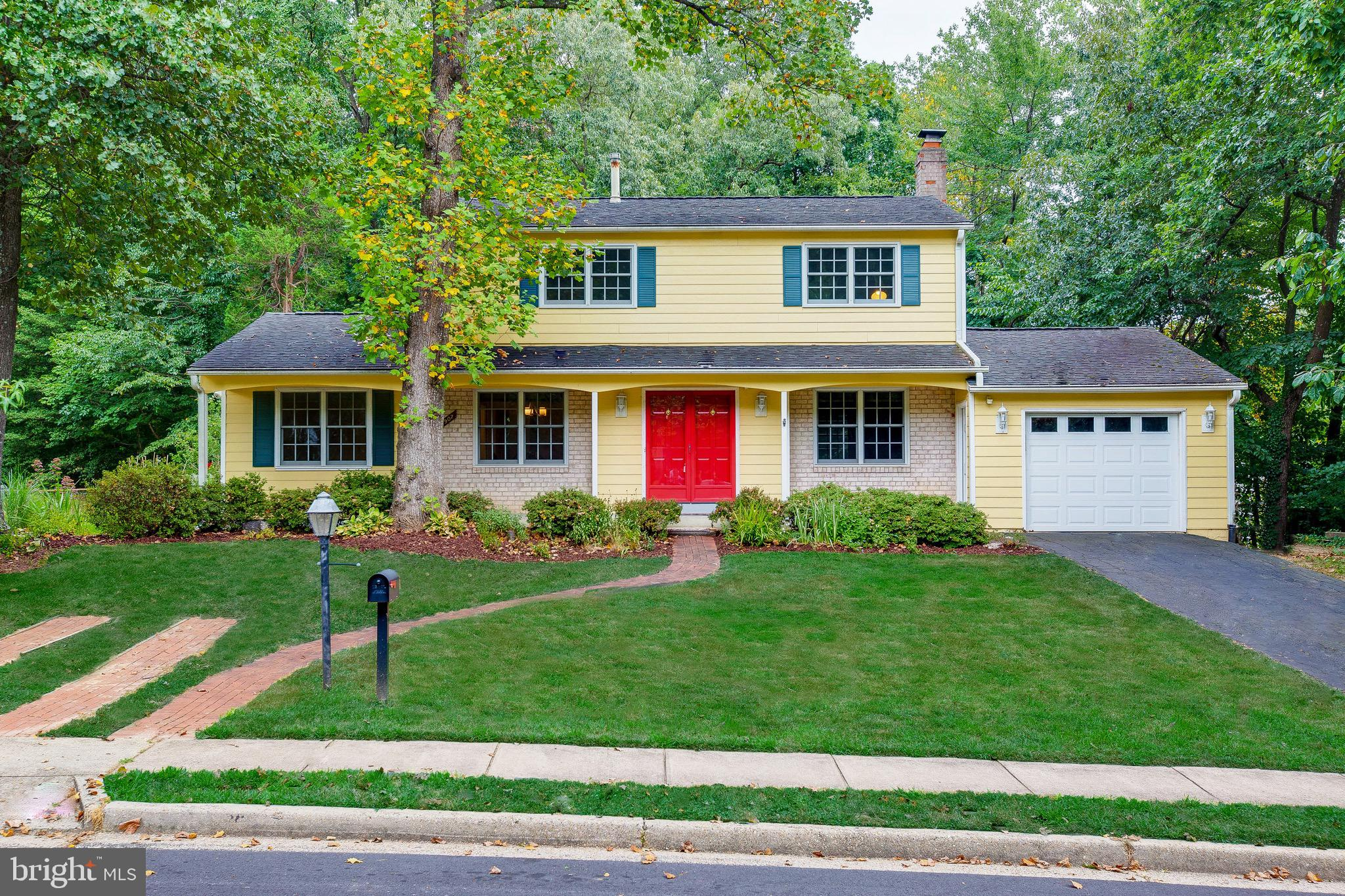 Rare to find, Great Location, Well Maintained, Huge Fenced Backyard 0.3 Acre, in Orange Hunt, Springfield. Total 5 Bedroom 3 full Baths. Main Level Master Bedroom and Luxury Master Bath. Costume Design Kitchen, Stainless Steel Appliances. Large Living Room with Fireplace and Dining Room. Upper Level have 4 Bedroom, Master Suite with Walk In Closet and Master Bath. HardWood Floors all over the house. New Vinyl Windows with Interior Wood Finish. Newer HVAC and Hot Water Heater.