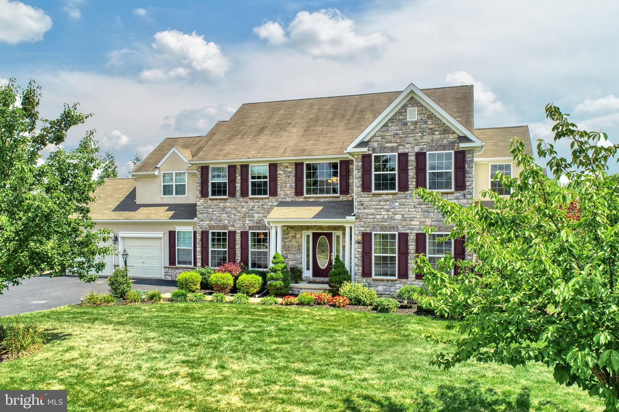1261 FALLS GROVE LANE, YORK, PA 17404