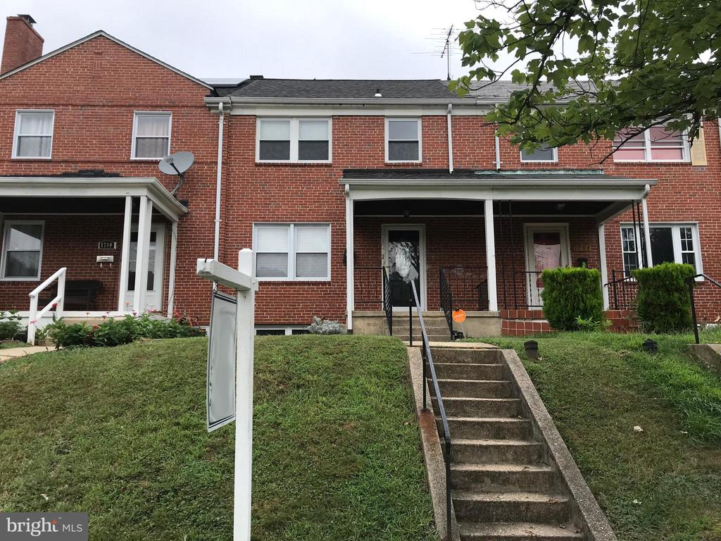 Come put your finishing touches on this attractive all brick 3 bedroom 2 bathroom home! Kitchen renovated with beautiful dark cabinets and stainless steel appliances. Bathrooms renovated. Beautiful hardwood floors run through out the home. Close to dinning and shopping.