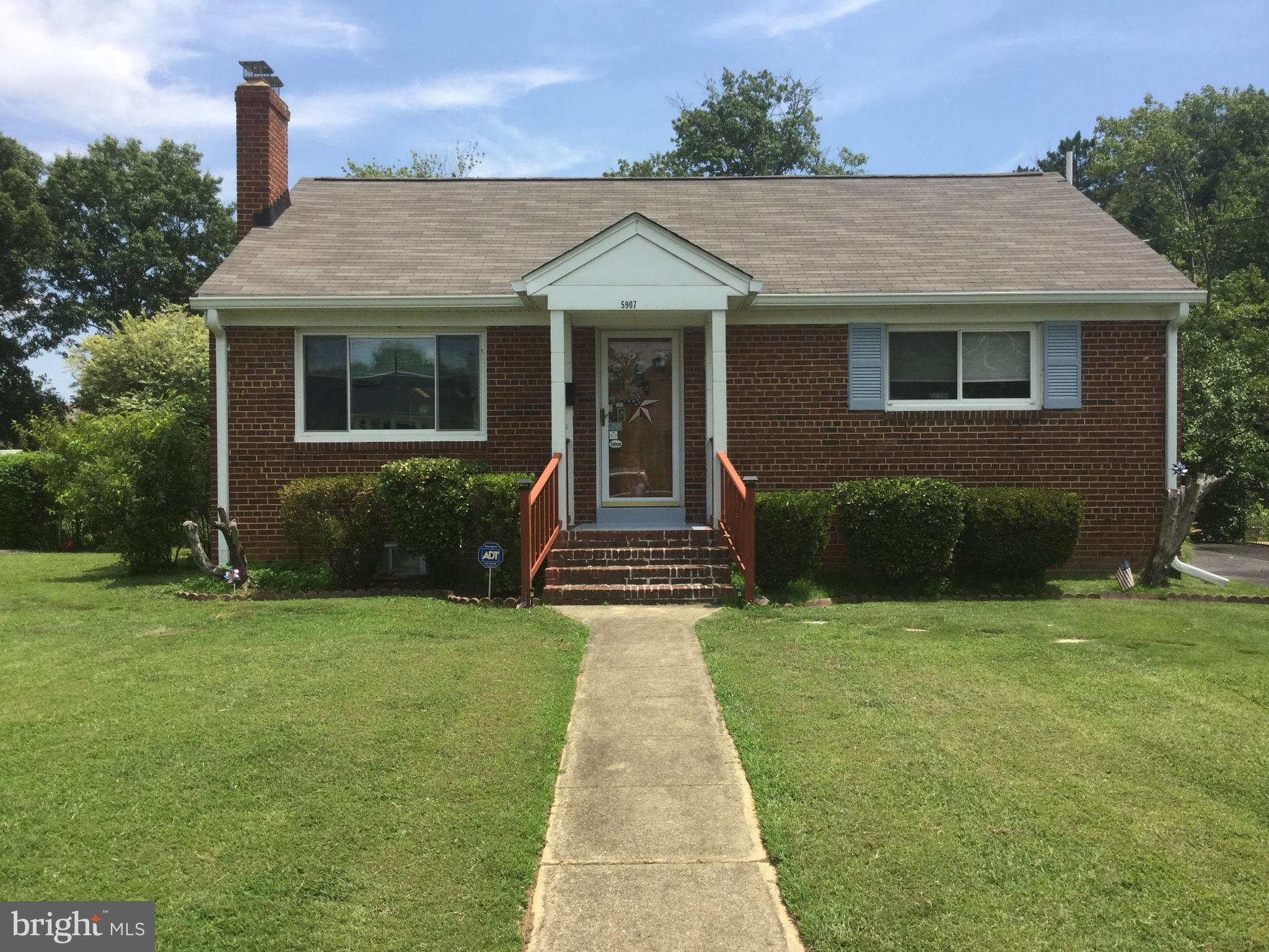 3 bedroom 2 bath rambler in Springfield. Well maintained wood floors throughout main floor. Living room light and bright with fireplace. Relax out on the sun room. Full basement provides living area, bedroom and bath room. Large fenced in yard perfect for entertaining in the warmer months. Close to restaurants and shopping.