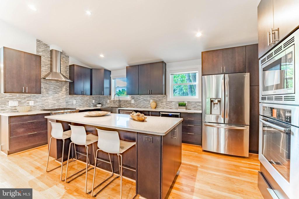 8400 Farrell Dr, Chevy Chase, MD 20815