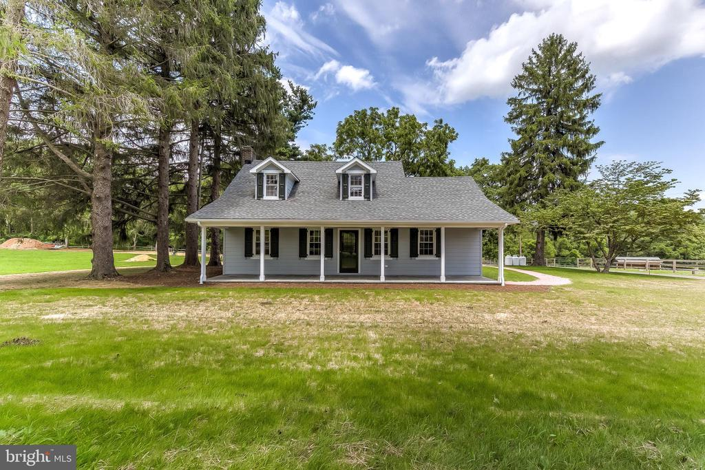 Charming Cape Cod rental resting on 190+ acre farm.  Private drive and entrance. Pristine finishes throughout. Spacious patio that beckons you for al fresco dining with panoramic views of rolling picturesque countryside.