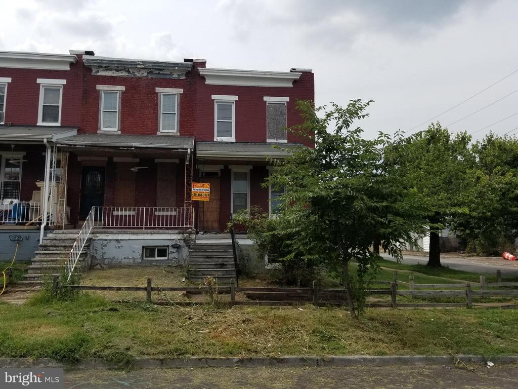 PUBLIC ONSITE AUCTION: Fri, Sept 6th, 2019 @ 11:30 AM. List Price is Suggested Opening Bid. Two story porch front townhome in Westport. 1,200 Sq Ft. Property is vacant. 10% Buyer's Premium or $1,000, whichever is greater. Deposit $5,000. For full Terms and Conditions contact auctioneer's office.