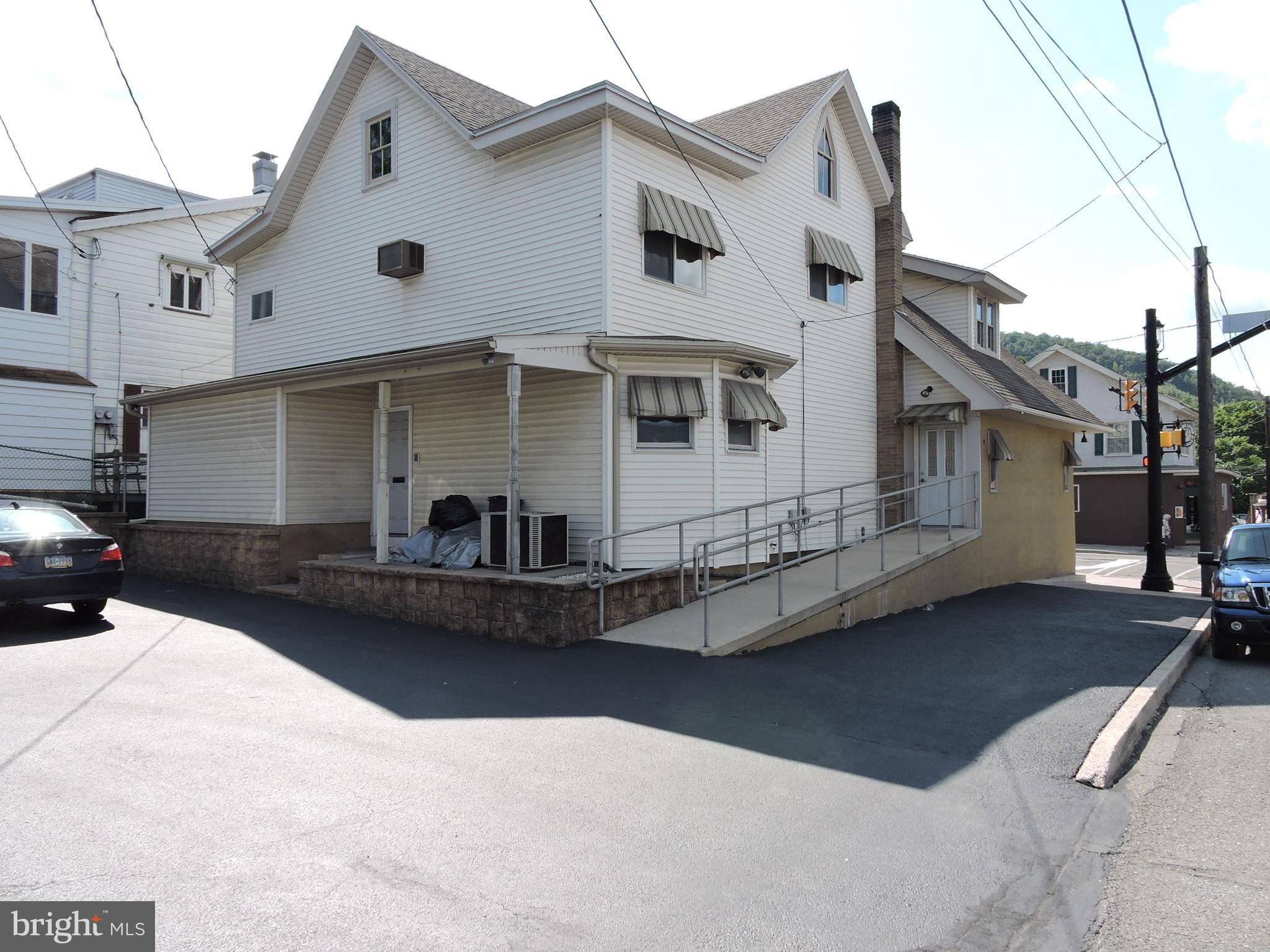 301 E BROAD STREET, TAMAQUA, PA 18252