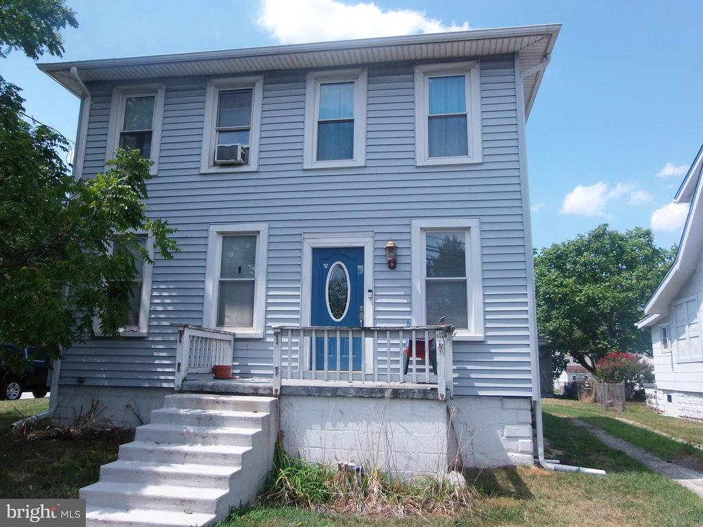 Investor and Business owners Alert!! 1920's Baltimore Colonial with flexible Comm/Res Zoning.