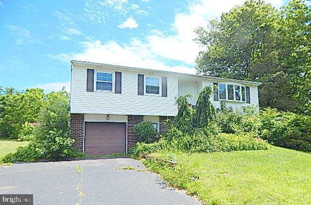 2107 OLD BARN ROAD, EAST GREENVILLE, PA 18041