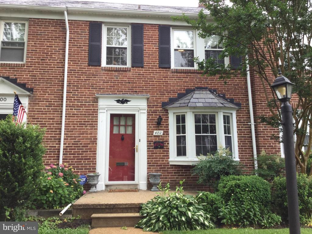 LOVELY UPDATED TOWNHOME IN SOUGHT AFTER RODGERS FORGE.NEW CARPET AND PAINT...MOVE IN AND ENJOY!