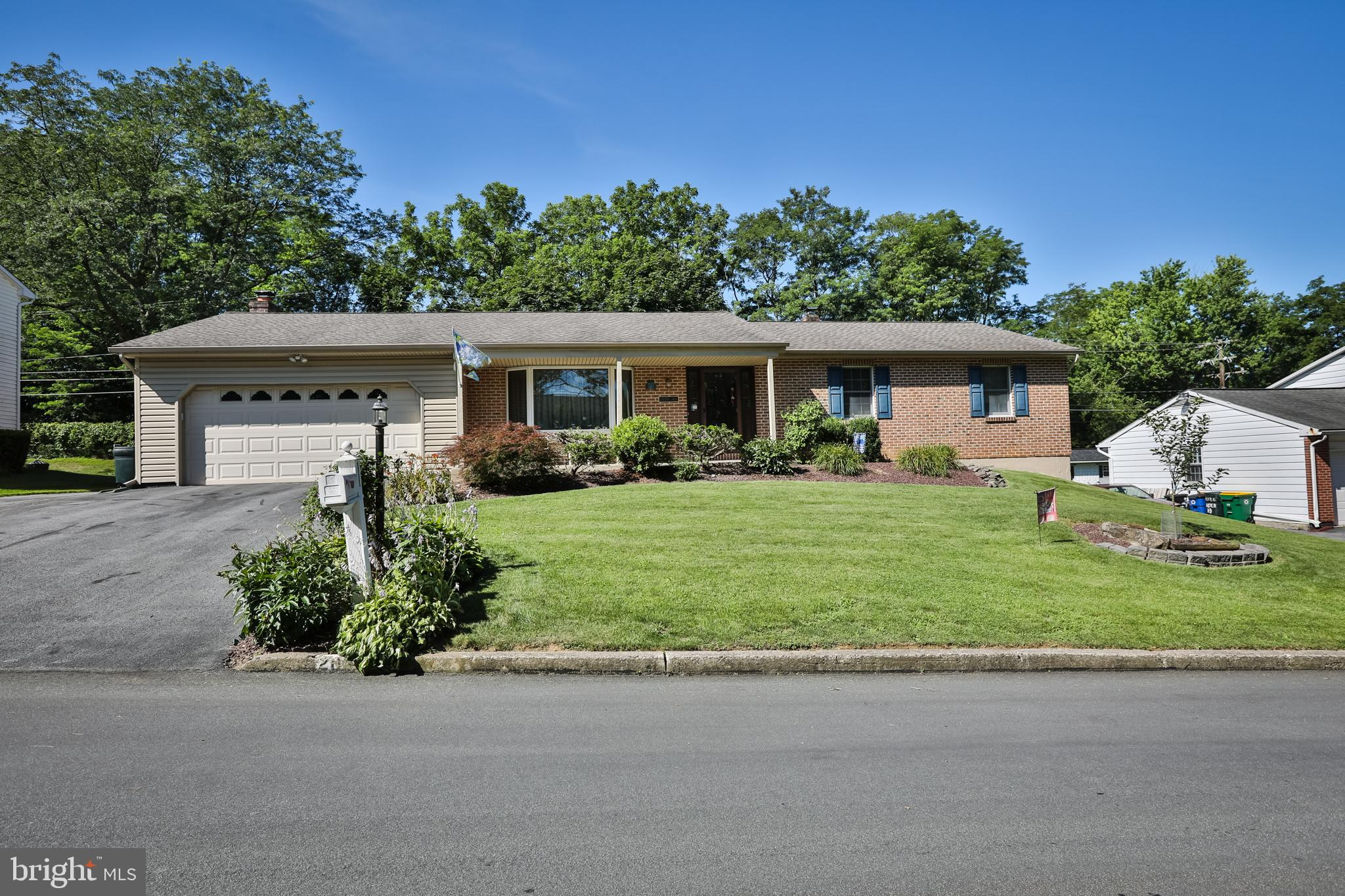 2030 ASTER ROAD, MACUNGIE, PA 18062
