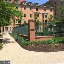 2203 12th Ct N #33, Arlington, VA 22201
