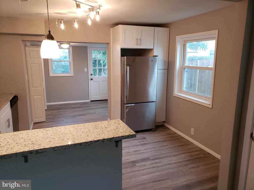 COMPLETELY RENOVATED 2 BED 1 BATH RANCHER WITH FENCED IN REAR YARD AND 2 CAR DRIVEWAY. NEW KITCHEN, NEW BATH, NEW FLOORING, BREAKFAST BAR WITH PENDANT LIGHTING. NEW APPLIANCES. DON'T MISS IT BEFORE IT'S GONE!