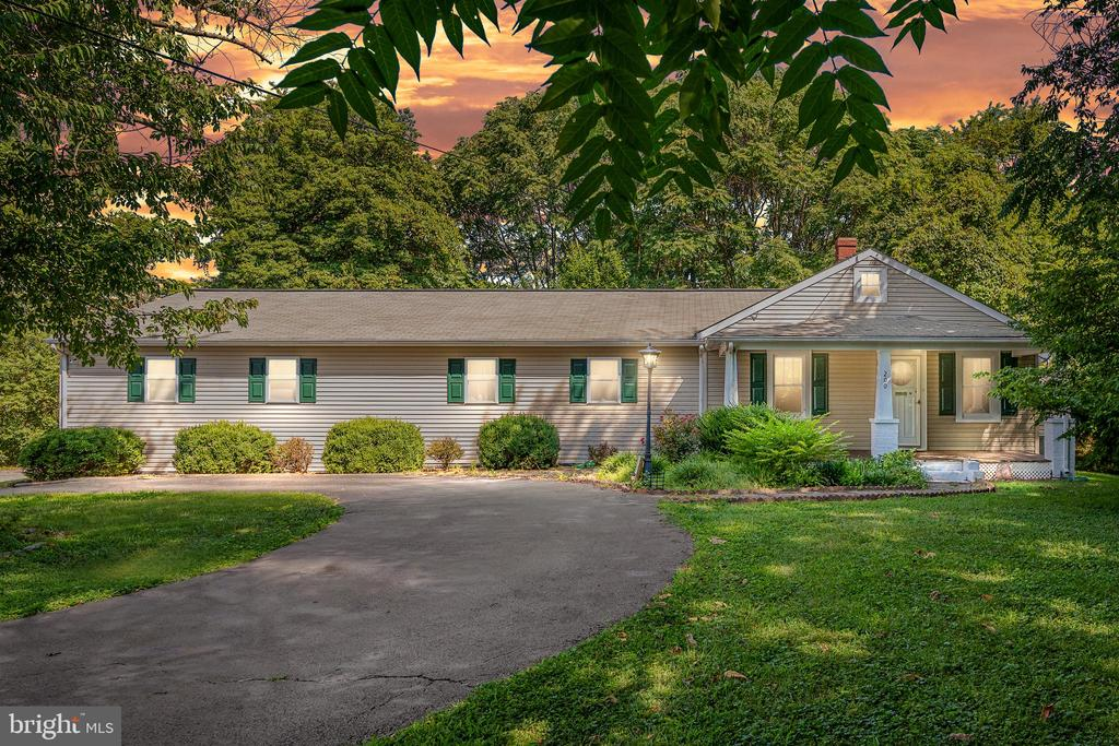 EXCELLENT OPPORTUNITY IN 22401!!  HARDWOOD FLOORS THROUGHOUT MUCH OF THIS 3 BDRM, 2 BATH RAMBLER LOCATED MINUTES FROM HISTORIC DOWNTOWN FREDERICKSBURG'S DINING & SHOPPING!  BUILTINS & CEILING FANS ARE JUST SOME OF THE ADDED FEATURES. EAT-IN KITCHEN IS FILLED WITH POPULAR WHITE CABINETS & COORDINATING APPLIANCES, LAUNDRY ROOM IS JUST OFF THE KITCHEN! LARGE RELAXING FRONT PORCH AND BACKED BY MATURE SHADE TREES, YOU'LL LOVE THE SIZE OF THIS HOME WITH OVER 1600 SQFT!   OVERSIZED GARAGE W/EXTRA STORAGE & CIRCULAR DRIVEWAY THERE'S ROOM FOR LOTS OF PARKING! SECURED STORAGE IS A BONUS!! DON'T MISS YOUR CHANCE TO LIVE CLOSE TO EVERYTHING FREDERICKSBURG HAS TO OFFER!