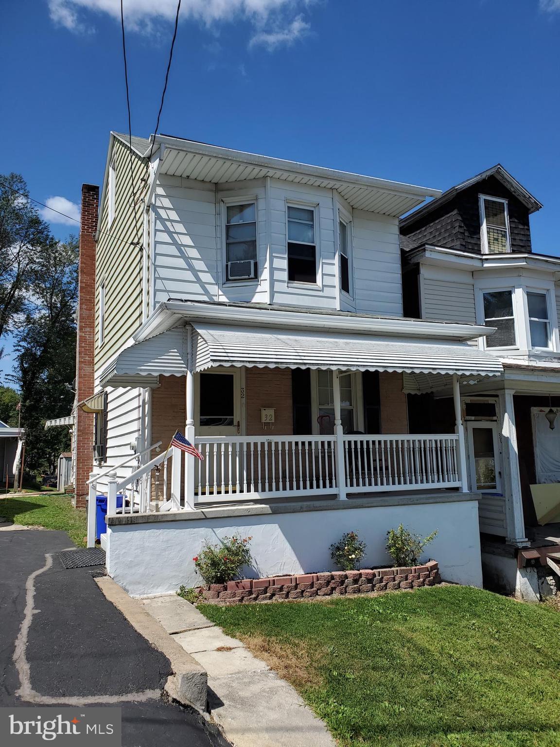 32 THOMPSON STREET, SAINT CLAIR, PA 17970