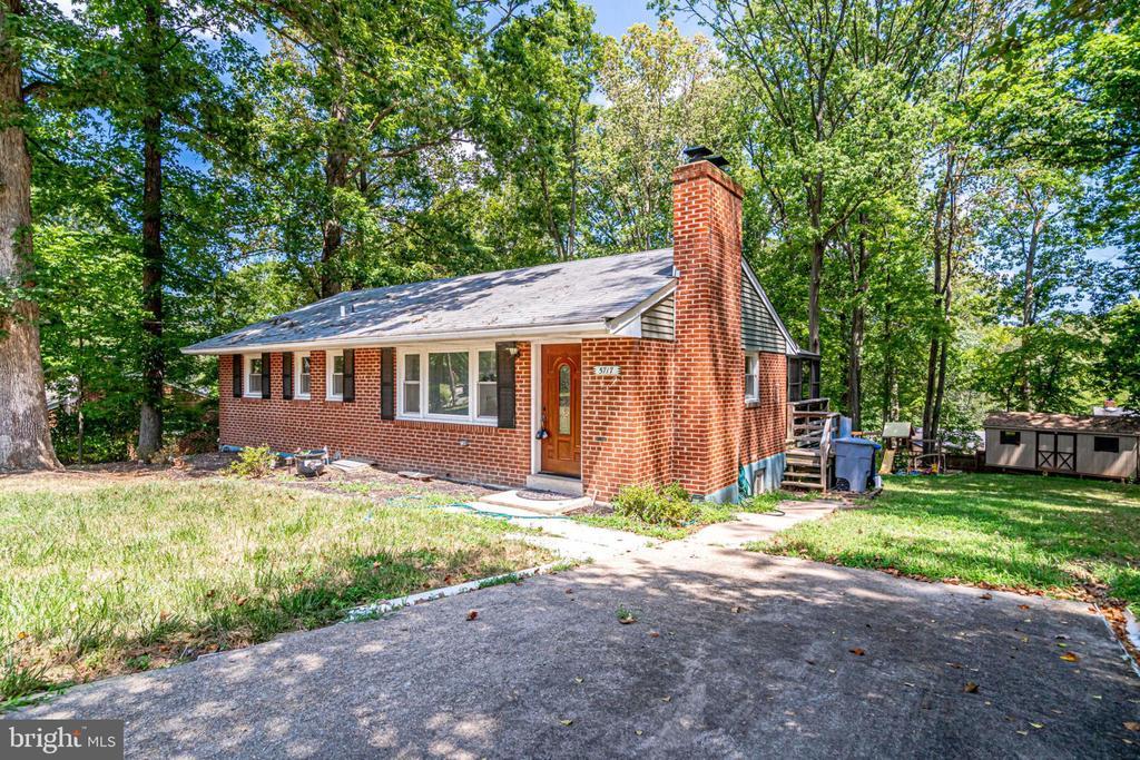 5717 Oak Hill Pl, Alexandria, VA 22310