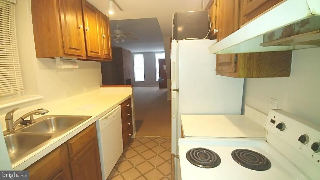 Call about May special.Pick your neighbor incentive Large 1 bedroom one bath.Washer dryer in unit ,exposed brick walls,w/w carpet  located 1 block from Bio tech west and University of Maryland Med School,Walk to downtown attractions, sports stadiums . Register your client we do all the work, our application our credit/ background check. Must have 650 credit score. We have multiple properties available. efficiencies,starting at $700 a month,2 bedroom units starting @$1200
