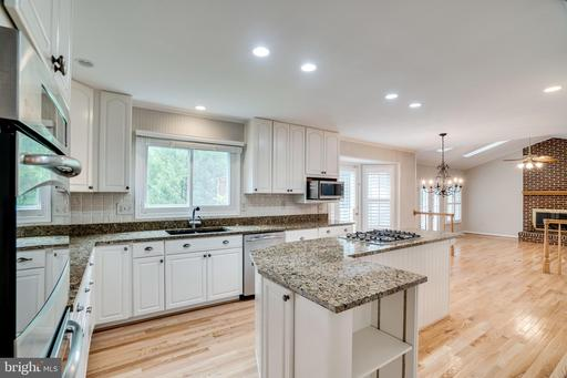 8201 Collingwood Ct, Alexandria, VA 22308