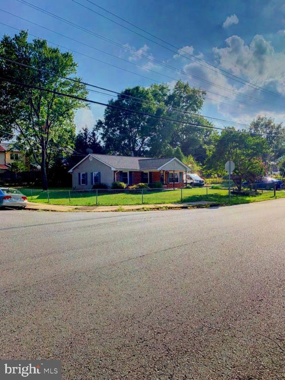 8715 Parkland St