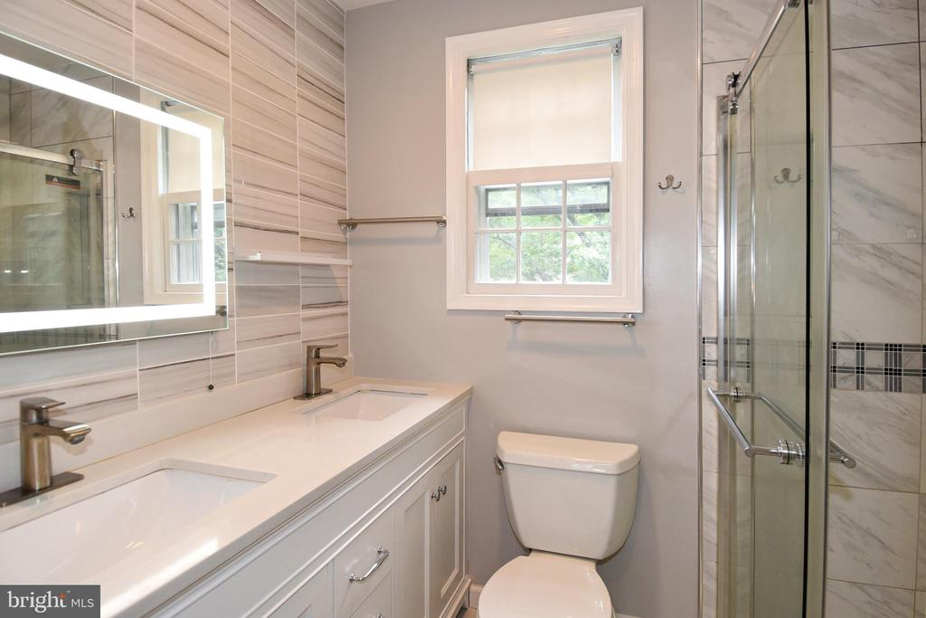 6411 Offutt Rd, Chevy Chase, MD 20815