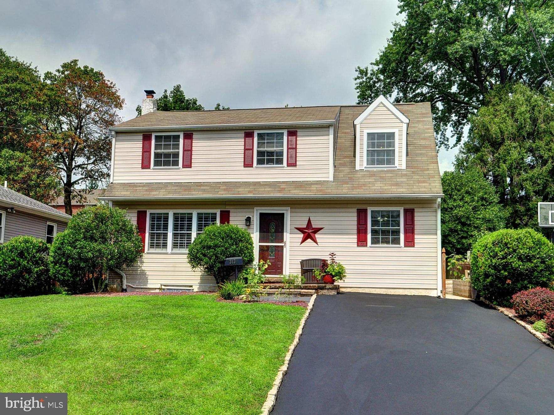 313 INMAN TERRACE, WILLOW GROVE, PA 19090