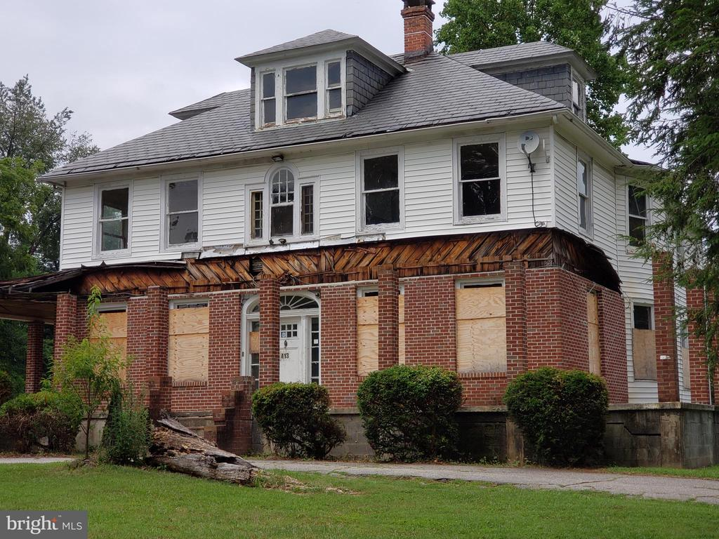 """**** HIGHEST AND BEST OFFERS ARE DUE BY 8/27/2019 11:59 PM MOUNTAIN TIME ******** FORECLOSURE **** THIS 3 LEVEL BRICK CLASSIC CENTER HALL COLONIAL HAS 6 BEDROOMS, 3 FULL BATHS, 1 HALF BATH AND FULL UNFINISHED BASEMENT. SOLD """"AS IS"""",  NEEDS A TOTAL RESTORATION. CASH OR REHAB LOANS ONLY.  LEVEL ONE CONSIST OF LIVING ROOM, DINING ROOM, DEN, KITCHEN, FULL BATH, BEDROOM 1 AND 2 ADDITIONAL ROOMS.  FRONT AND REAR STAIRWAYS TO SECOND FLOOR.  THE SECOND LEVEL HAS 5 BEDROOMS, 2 FULL BATHS, KITCHEN OR BONUS ROOM.  THIRD FLOOR HAS ADDITIONAL ROOM AND HALF BATH. *** ALL OFFERS ARE SUBMITTED BY THE BUYER'S AGENT DIRECTLY TO THE SELLERS'S ONLINE MANAGEMENT SYSTEM. *** A TECHNOLOGY FEE WILL APPLY TO THE BUYER;S AGENT UPON CONSUMMATION OF A SALE.**** USE THE BELOW LINK TO SUBMIT ALL OFFERS: http://www.spsreo.com/?c=BI83"""