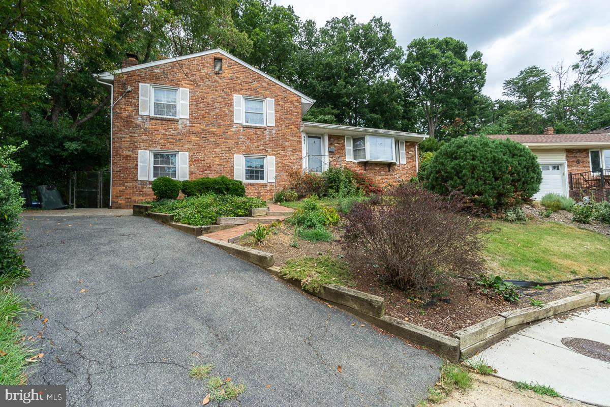 **Price Reduction and will not last long!**~Be a part of everything that Alexandria has to offer and do not miss your chance to see this serene home. Located conveniently next to 395 and 495, and positioned on a private cul-de-sac, this 3bedroom/2bath is an easy commute to or from the city and a quick ride into Old Town or Alexandria. ~Natural light from the bay window in the living room and many throughout the home allow for bright and expansive living across the 3-tiered levels. Large kitchen with open feel is waiting to be customized to your taste. The master bedroom has an en-suite bath and large layout. There is a versatile 4th bonus room downstairs. ~A fully fenced yard on a 13,000ft2 lot means you get a lot of property for the price! Enjoy your backyard patio off the rear of the home, perfect for entertaining. Through the beautiful, wooded area there is a shed at the top of the property.