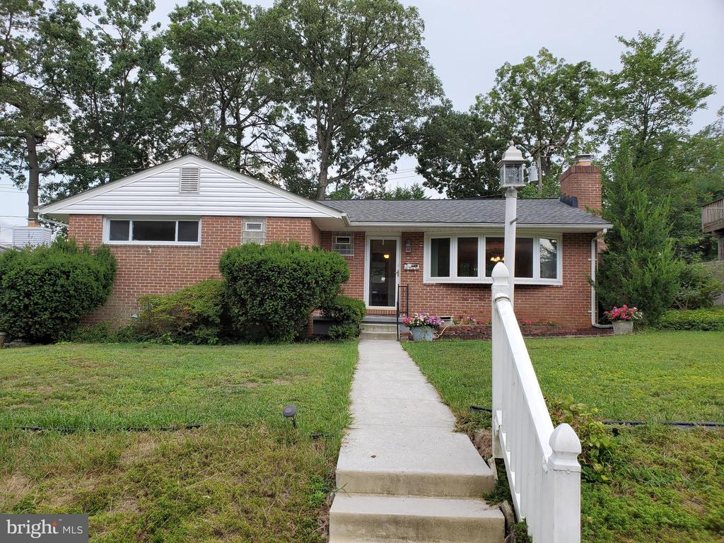 Lovely 3 BR, 3 BA home in quiet neighborhood.  Home features hardwood floors, a fully finished basement with bar, washer and dryer, a driveway and a lovely deck off of the kitchen and a nice-size backyard. Close to I-83 and I-695.