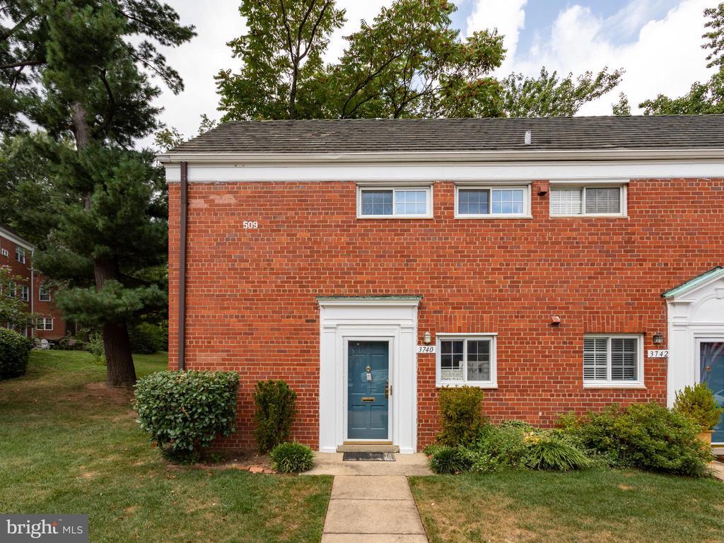 3740 Holmes Ln, Alexandria, VA 22302