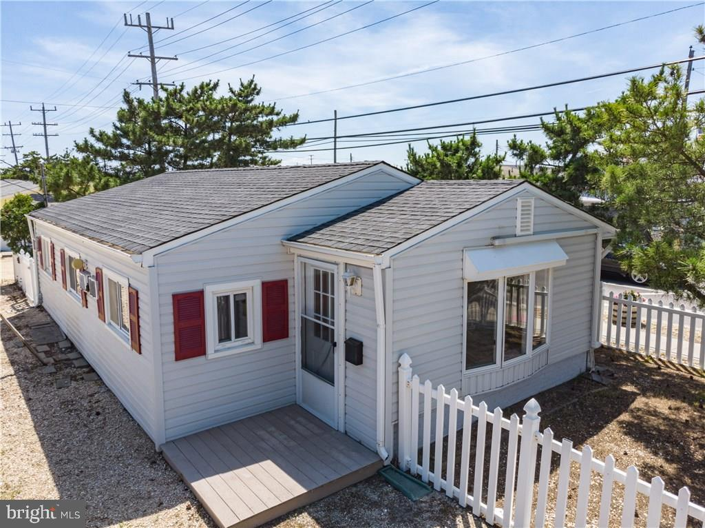 39 E MARLIN WAY, LAVALLETTE, NJ 08735