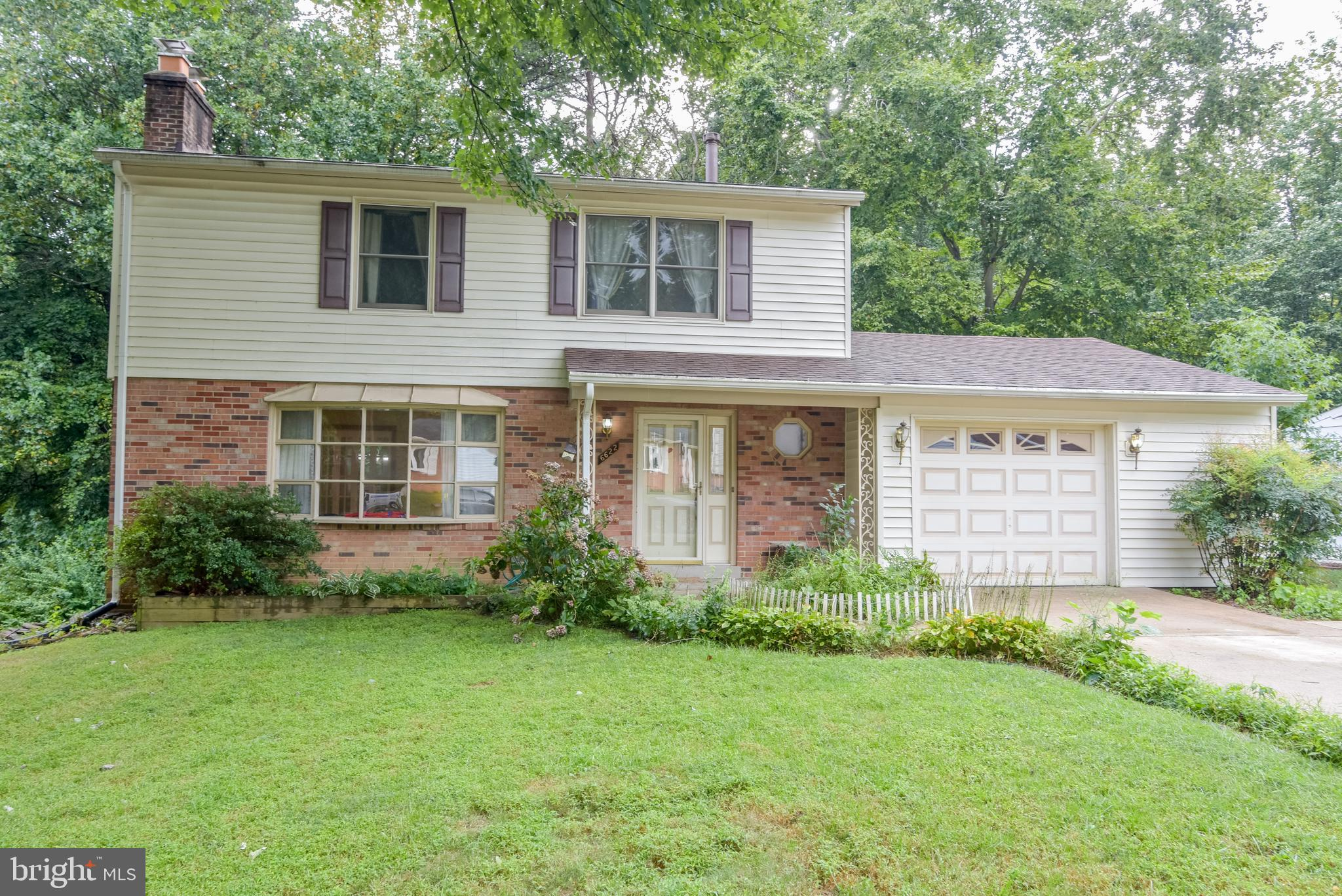 Priced to sell! Great 'bones' in this 4 BR/2.5 BA Colonial on an awesome lot backing to Hidden Pond Park! Hardwood floors on main & bedroom level 2 Fireplaces! Oversized 1 Car Garage! Updated Kitchen appliances! Walk-out from lower level Rec Room & Den! HVAC & Hot Water Heater are approx 3 years old! It's a diamond in the rough! Priced $1,000's less than the tax assessment.  It's your chance to update the kitchen, baths, floors & paint the way you want to, rather than re-do what someone else has done.  West Springfield HS pyramid! Neat & Clean ... just needs updating.  Being sold 'AS-IS' ... Hurry Scurry!