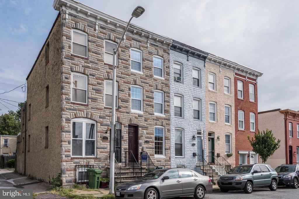 Beautiful townhome in Barre Circle. Three fully finished levels. Washer/Dryer on 2nd floor. 2 full and one-half bath all recently renovated. Hardwood floors, granite counters, roof deck, and private patio space.